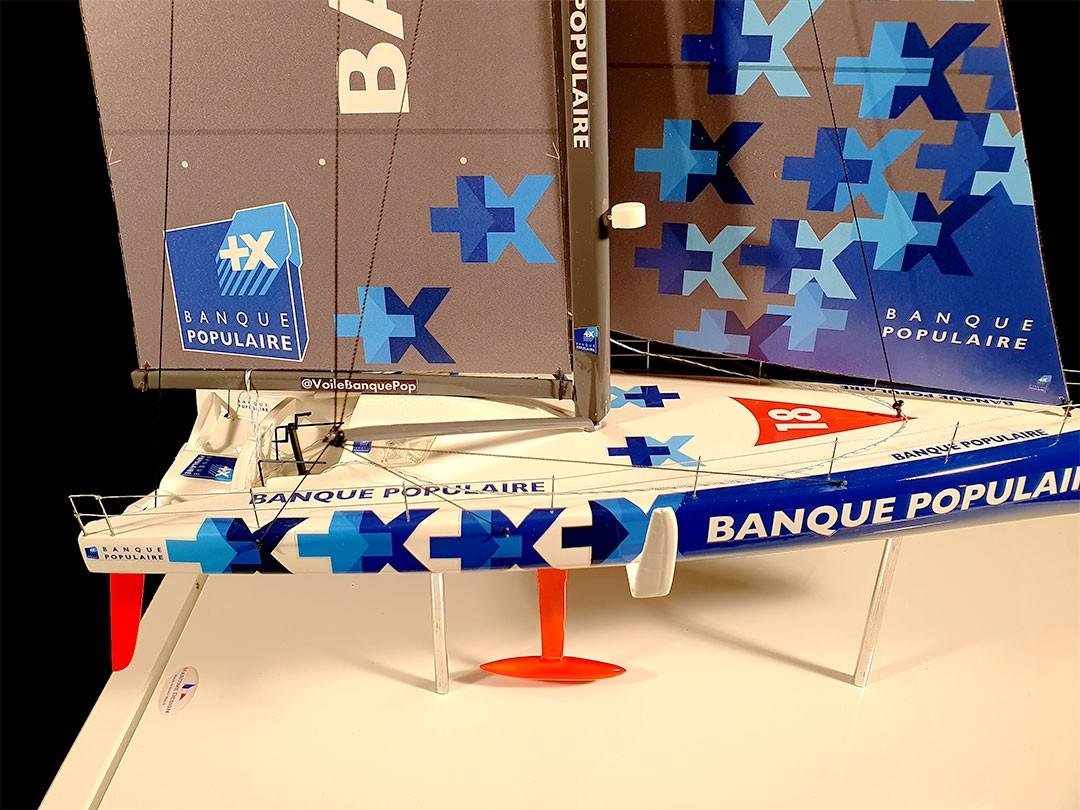 Maquette_de_l'IMOCA_Banque_Populaire_côté