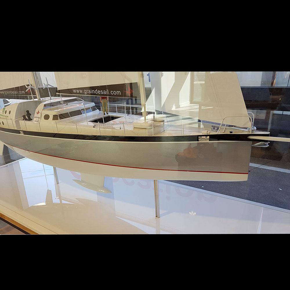 Maquette_bateau_Grain_de_Sail_avant_tribord